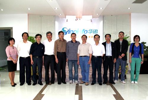 他们分别来自南京林产化学工业研究所与南京林业大学,共19人.图片